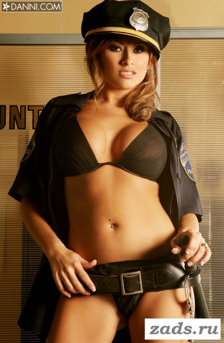 Голая сотрудница полиции (11 фотографий)