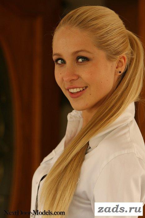 Очень милая восемнадцатилетняя блондиночка