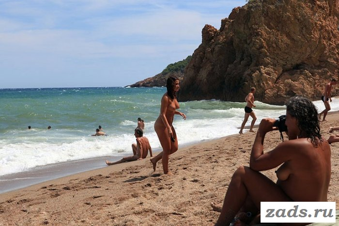 Отдых голых девчонок