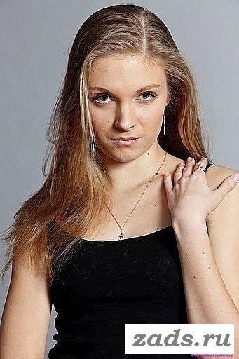 У Натальи Скомороховой видно сиськи