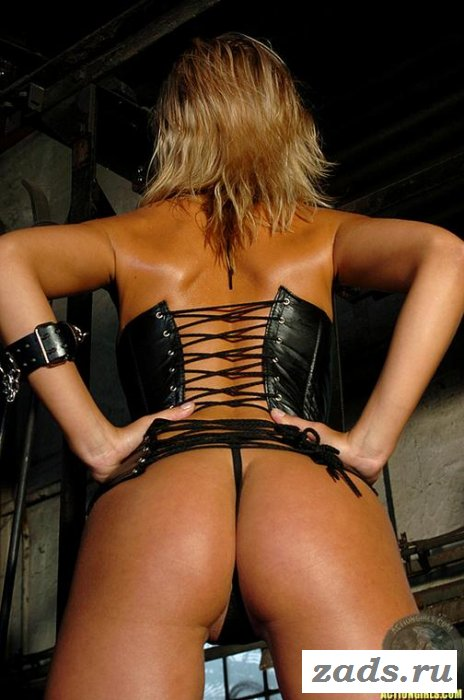 Узкие трусики на твердой заднице