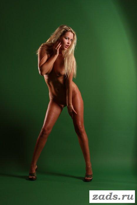Первый эротичный фото-сет от смуглой богини