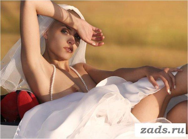 Голые страсти от лысой девахи (10 фото)