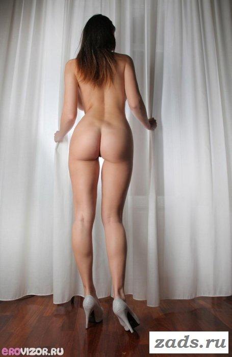 Шикарные сиськи голой мерзавки (10 фото)