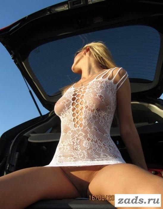 Домашние снимки сексуальной обнажённой девушки из Саратова (10 фото)