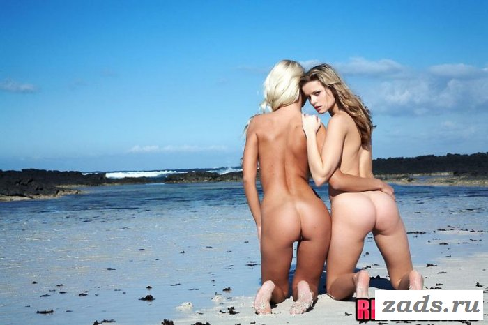 Раздетые цыпочки на пляже (10 фото)