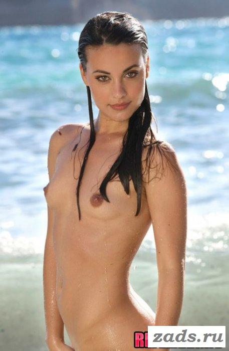 Весёлое эротичное купание знойной милашки (10 фото)