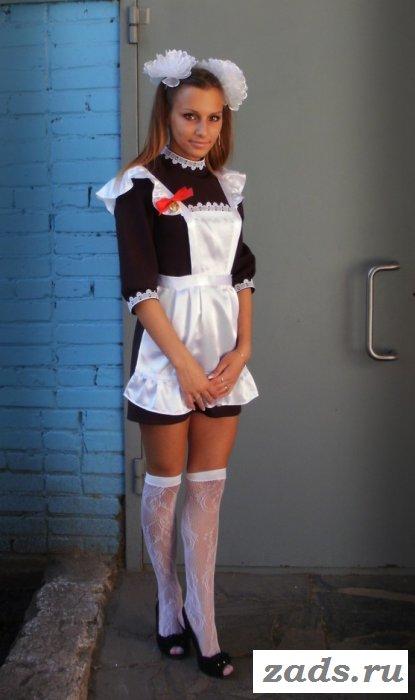 Молоденькие раздетые телки в сексуальной одежде (10 фото)