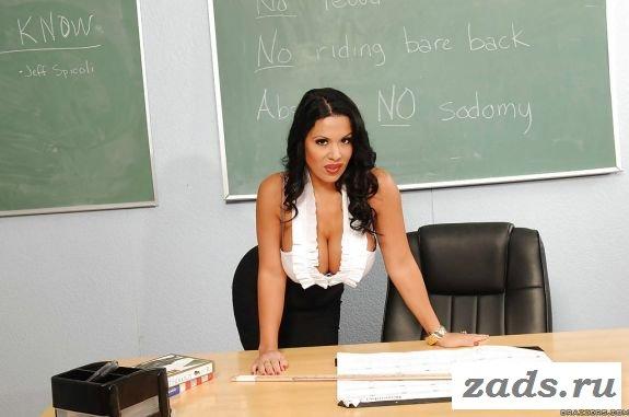 Большая грудь смазливой учительницы
