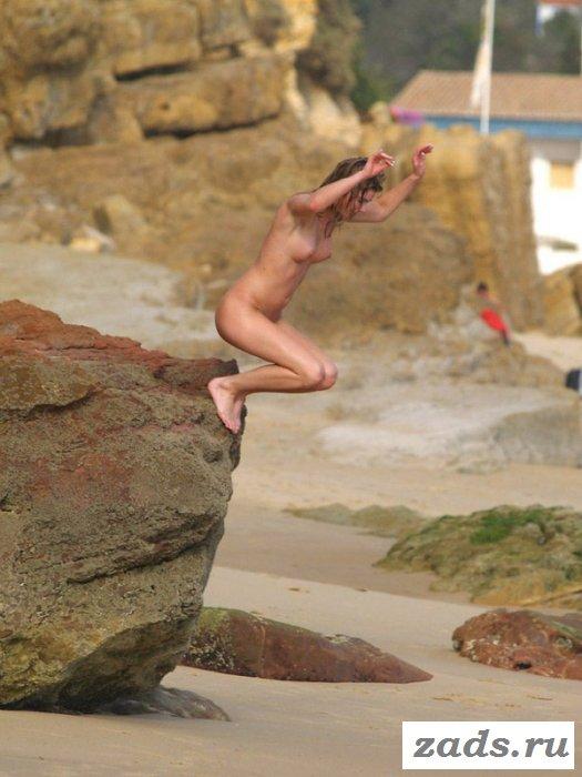 Пляжная эротика с клёвыми молоденькими крошками