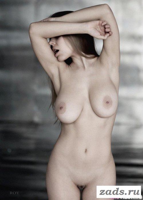 Пялимся на тёлок с голыми прелестями