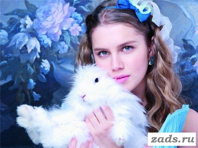 Красивая и знаменитая Даша Мельник