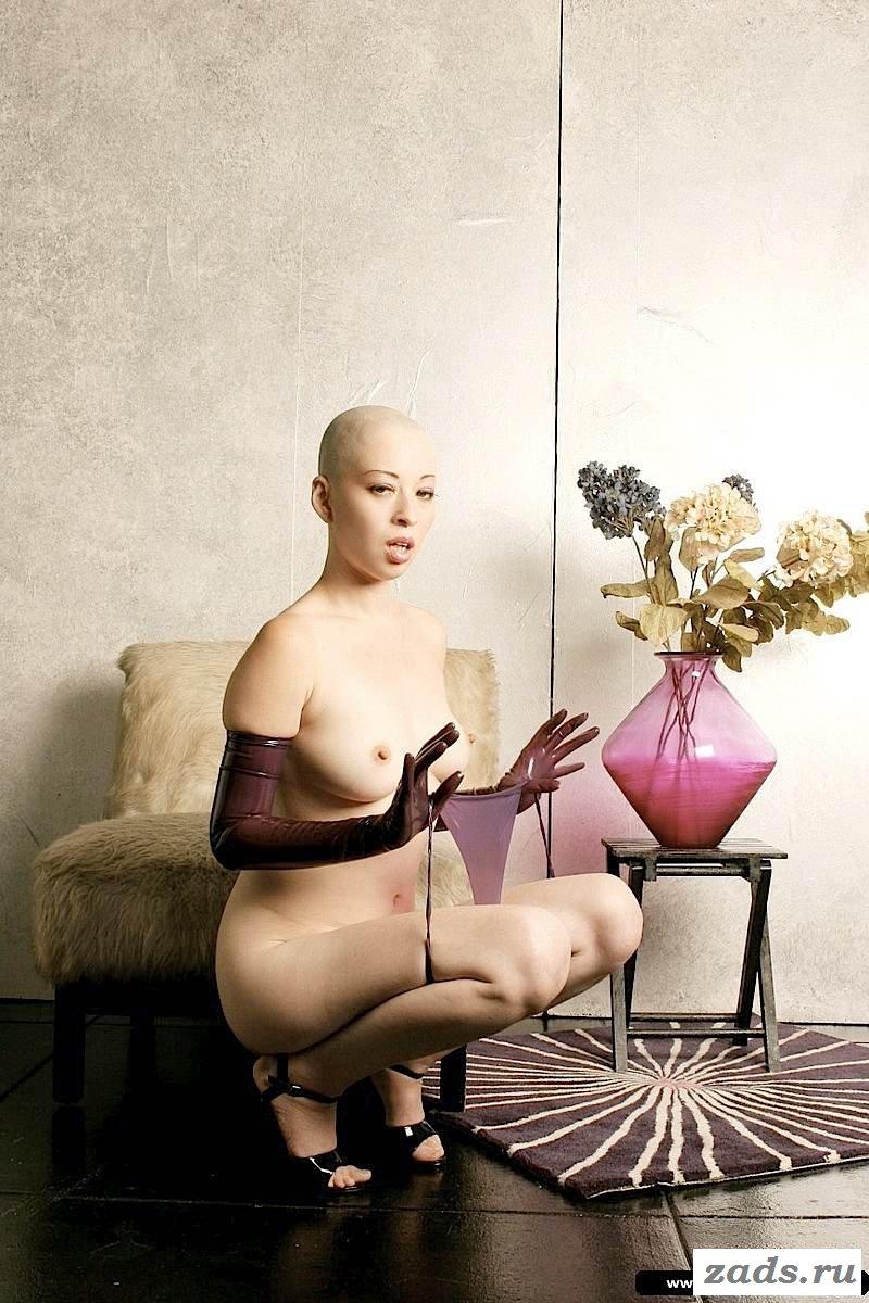 Голая лысая японочка, наташа хенстридж видео