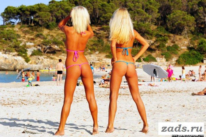 Две смуглые блондинки побаловали эротикой