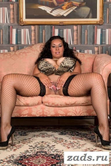Известная Anastasiya Sexy в чулках