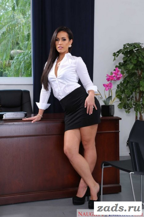 Сексуальная секретарша заводит не хило