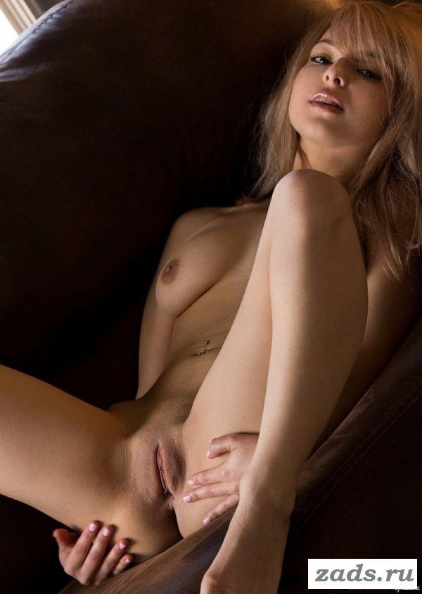 Сексуальные изгибы тела худенькой крошки
