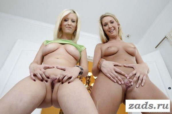 Блондинки с сочными задницами позируют без трусов