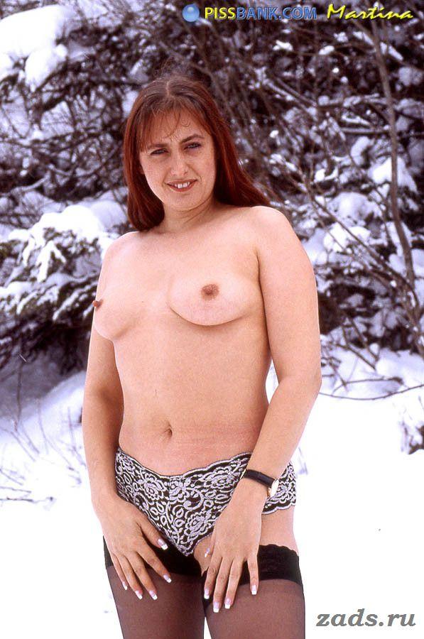 Обнаженная спортсменка сняла костюм в горах
