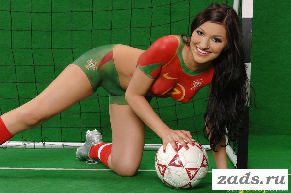 Раздетый талисман сборной Португалии по футболу