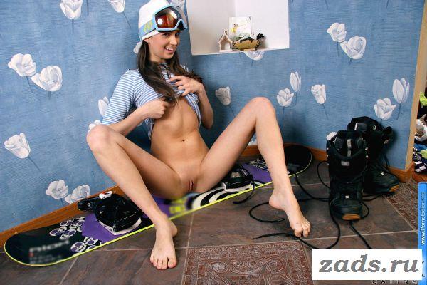 Вернулась с тренировки и стала эротично ласкать пизду