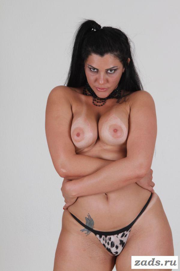 Melissa Odara эротично ласкает пизду