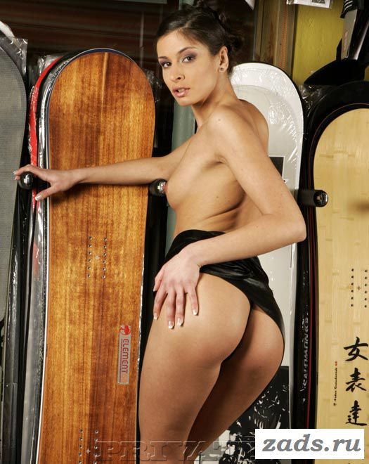 Фото голой сноубордистки со снаряжением