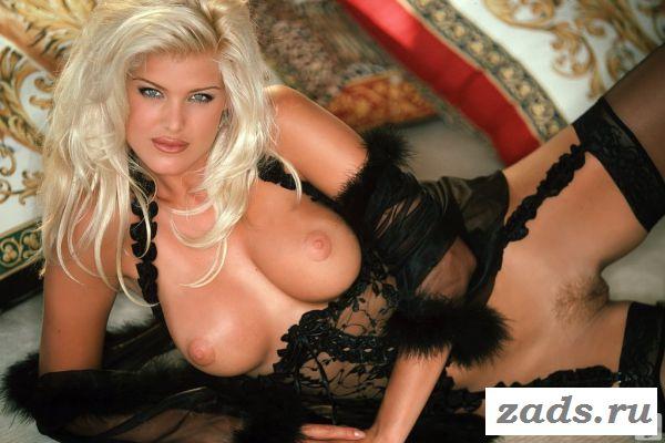 Victoria Silvstedt шикарная блондинка с раздетой задницей