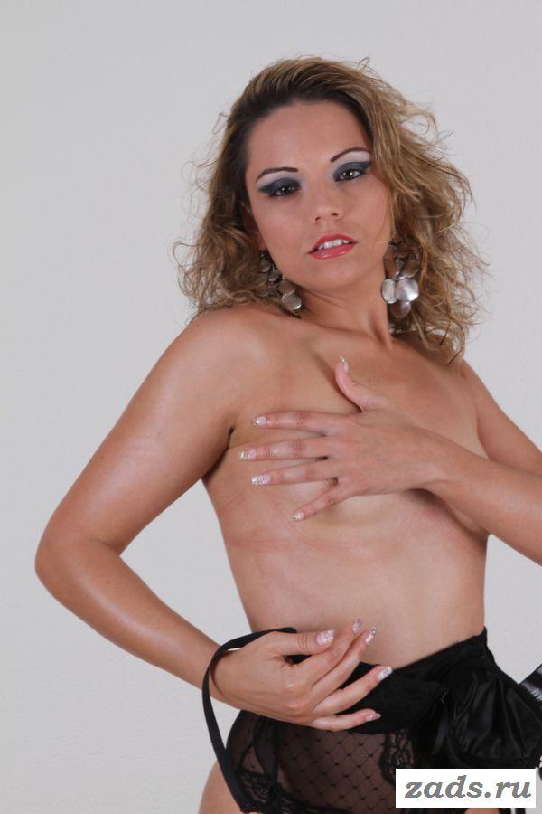 Раздетая Bianca Casanova снимает танцевальный наряд