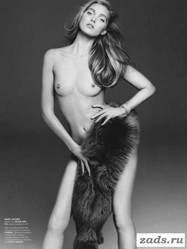 Возбудительная Elsa Hosk в эротической фотосессии