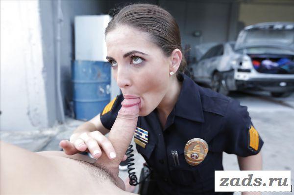 Оральный секс от первого лица с девушкой из полиции