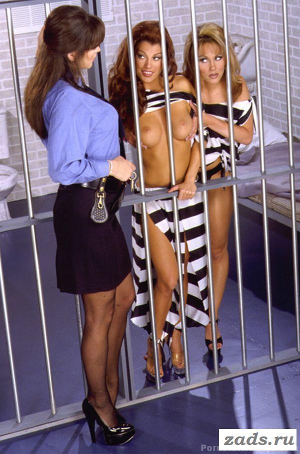 Оральные ласки голых лесбиянок в тюрьме (картинки)